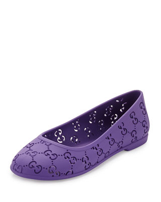 A foldable ballet flat with a matte finish. Handcrafted in soft rubber, the style can be rolled for easier packing and transportation. Grosgrain trim and microfiber lining finishes the design/5(12).