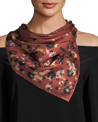 Image 1 of 3: Daisy Composition Foulard Scarf