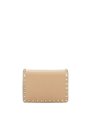 Rockstud Vitello Chain Clutch Bag in Light Beige